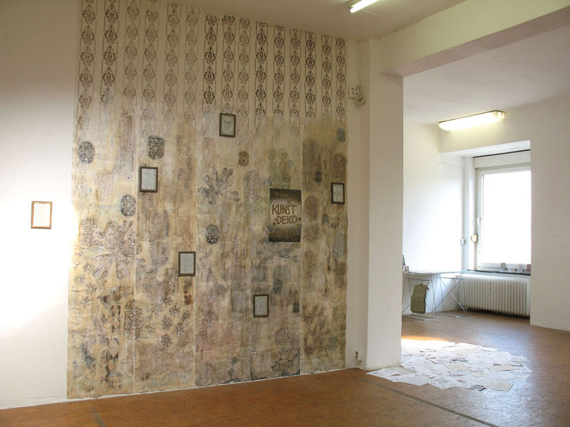 """Kunde Nr. 98, """"Kunstdeko"""", Tapetenuebermalung und -collage, Galerie Herold"""